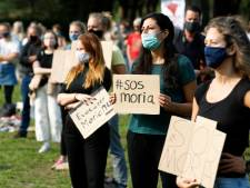 Demonstranten in Utrecht eisen humaner asielbeleid: 'Het is onmenselijk wat er in de kampen gebeurt'