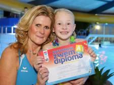 Een zwemdiploma voor Emma ondanks Q-koorts: het kon dus tóch