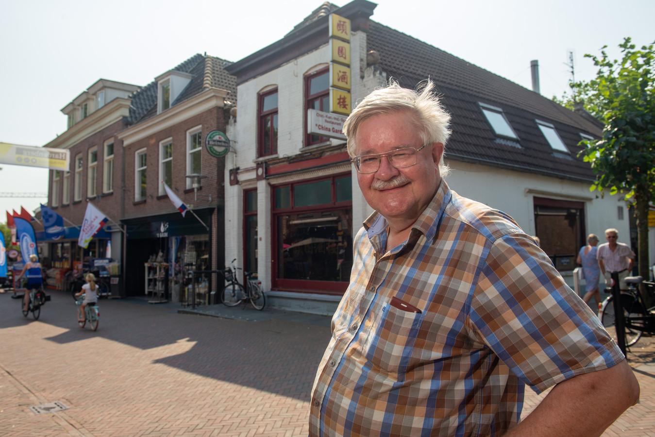 Piet van Weerden wil de gevel van de Chinees in Voorstraat van Hardenberg behouden. Archief COPYRIGHT ALEX MULDER