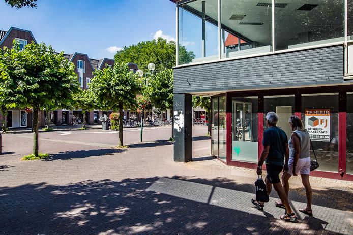 Het Broederenplein in Deventer. Als het aan ondernemers en vastgoedeigenaren in de binnenstad ligt, staat de gemeente wonen tot op de begane grond toe in de strijd tegen winkelleegstand.