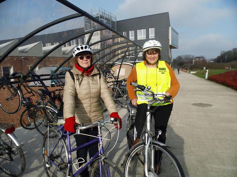 """""""We willen zo veel mogelijk vrouwen op de fiets krijgen"""", zeggen Myriam en Martine."""