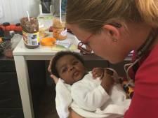 """Debora (24) werkt in vluchtelingenkamp op Lesbos: ,,Hoe zeg je liefdevol 'nee' als alles in je schreeuwt dat je deze mensen moet helpen?"""""""