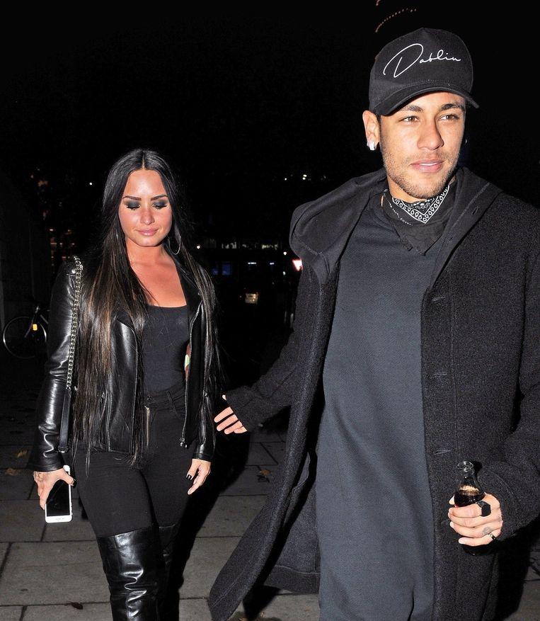 Neymar trok er deze week na de Braziliaanse oefeninterland op Wembley tegen Engeland op uit met zangeres Demi Lovato.