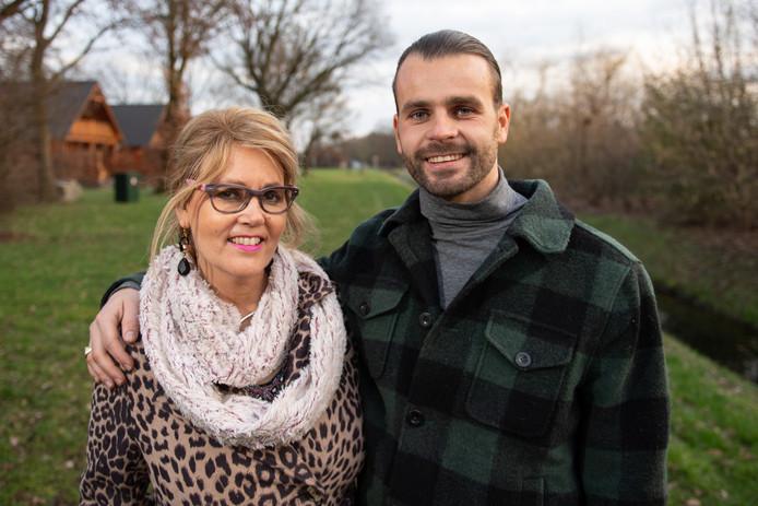 Betsy Laarman en haar zoon Danny, die voor haar op zoek ging naar een stamceldonor.