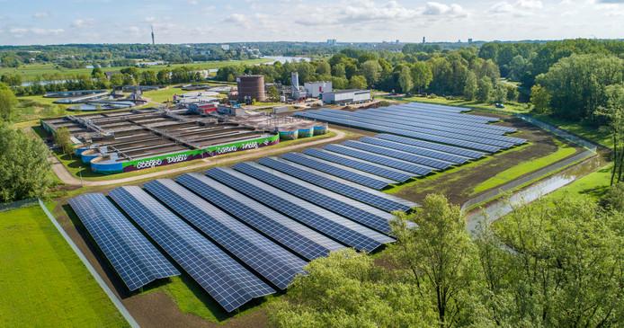 Zonnepark bij de rioolzuivering op de grens van Arnhem-Zuid en Driel. Het rioolwater van Huissen, Elst, Lent, Oosterhout, Driel en Heteren stroomt hier naartoe.