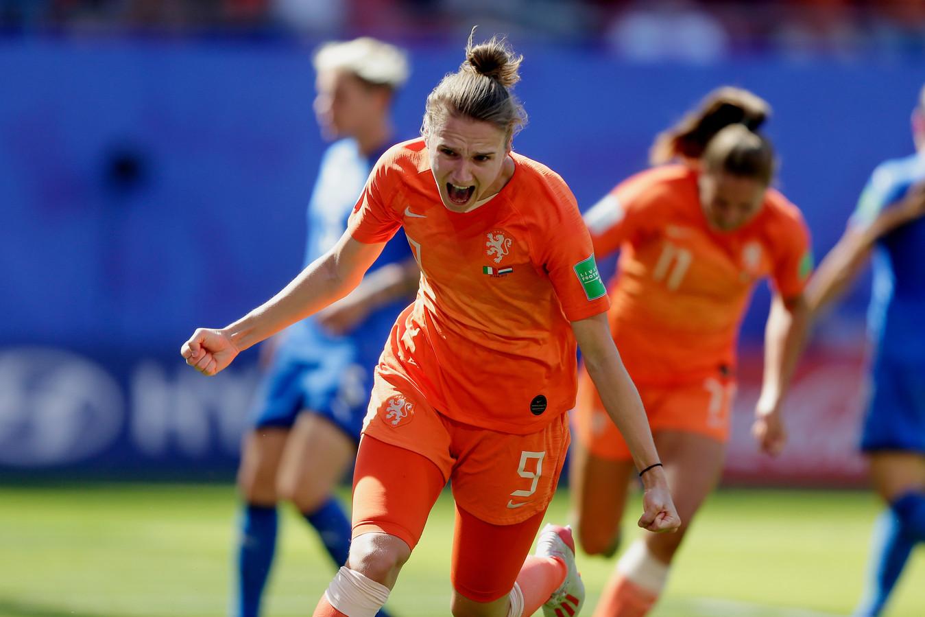 Vivianne Miedema viert haar goal tegen Italië, op het WK afgelopen zomer.