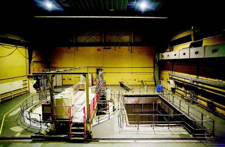 Dodewaard: In 1979 gepland als een nucleair park: vier reactoren op een schiereilandje. Het bleef bij één reactor. Die werd in 1997 uitgezet. Na acht jaar opruimen en slopen was hij gereed voor 40 jaar insluiting: daarin verliest de centrale 99,5 procent van zijn radioactiviteit en dan is hij makkelijker te slopen. In het gebouw heerst een onwezenlijke rust.Foto © Rob Huibers Beeld