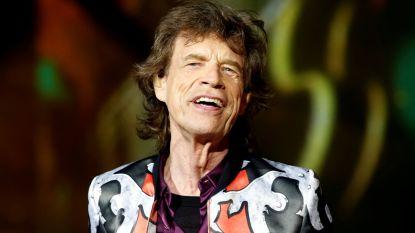 Na het nieuws over zijn gezondheidsproblemen: Mick Jagger al lachend gespot op het strand