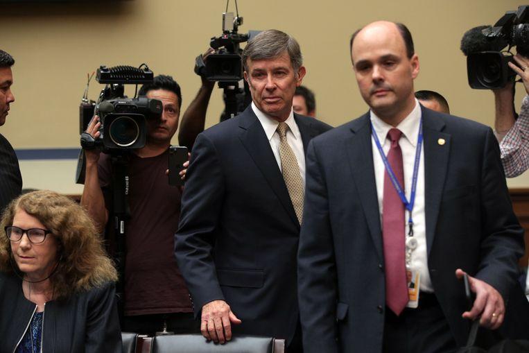 Joseph Maguire, plaatsvervangend hoofd van de Amerikaanse inlichtingendiensten, arriveert voor een hoorzitting in het Huis van Afgevaardigden over de klacht van de klokkenluider. Beeld AFP