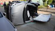 Bestuurder zwaargewond na spectaculaire crash in Waarbeke