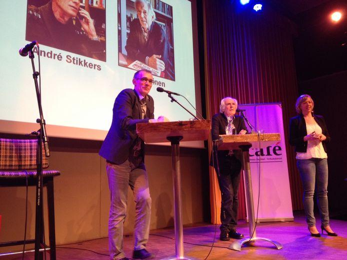 André Stikkers (links) en oud-eigenaar Ad Heinen van boekhandel Heinen eerder tijdens het Nieuwscafé.