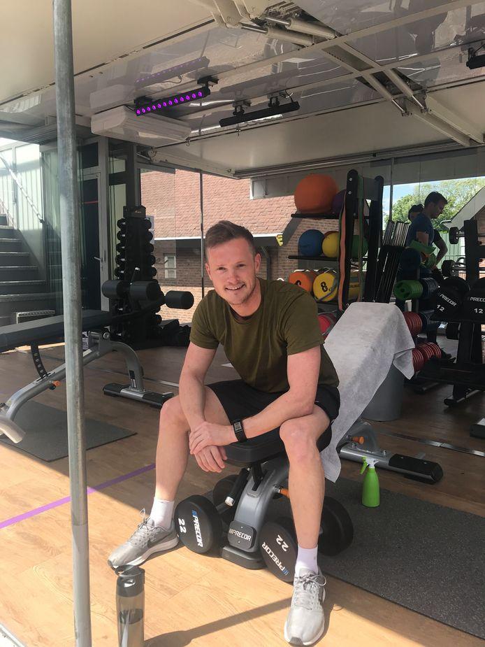 Klaas Knook in de trailer van Anytime Fitness en Van Geel Roadshows.