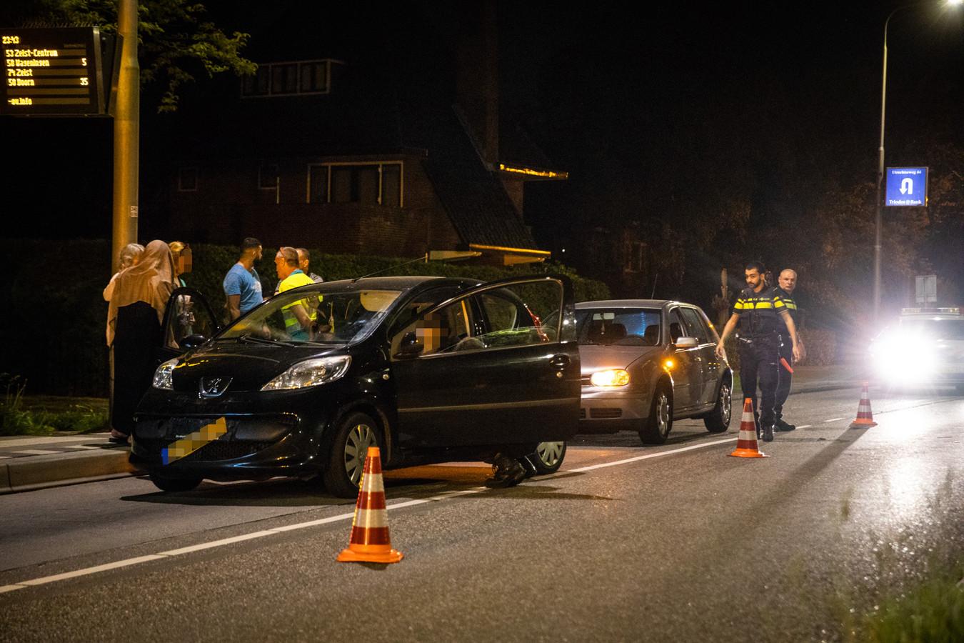 Op de Utrechtseweg in Zeist zijn dinsdagavond vier auto's op elkaar gebotst.