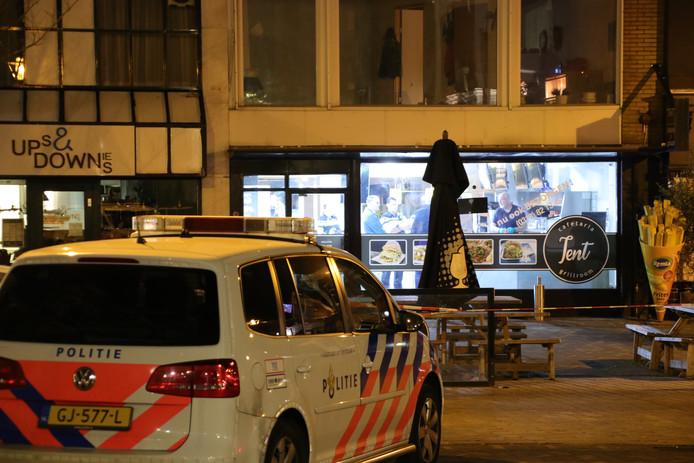 De grillroom TenT aan de Kerkewijk waar in zondagavond een overval werd gepleegd.