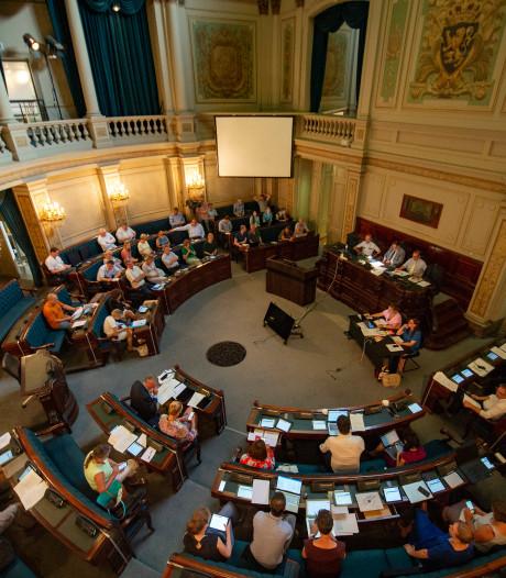 """""""Loon naar werken"""" of """"pure zelfbedieningspolitiek""""? wat vinden partijen zelf van loonsopslag van 42% voor Antwerpse gemeenteraadsleden"""