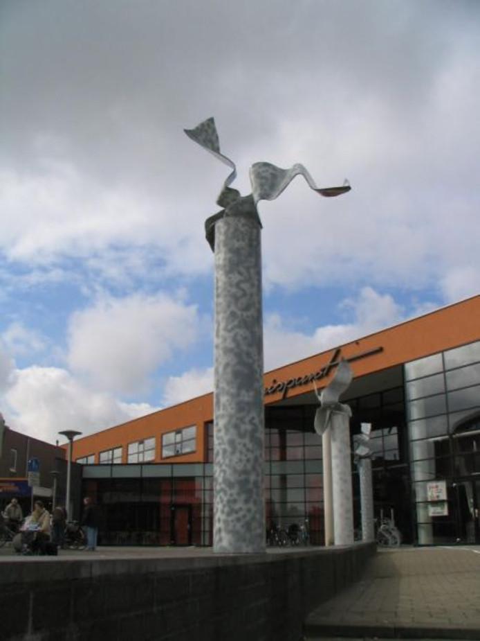 De Wimpels, het kunstwerk van Marte Röling bij de opgang naar het Kruispunt.