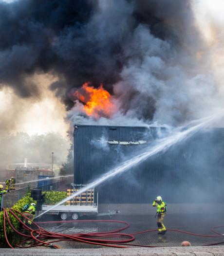 Brandweer wil samen strijden tegen gevaren 'nieuwe energiebronnen' na grote brand Nunspeet