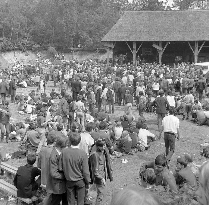 Impressie van het Beatfestijn uit de jaren 60 in de Kösterskoele in Markelo