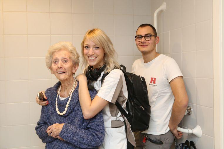 Qmusic-dj Heidi Van Tielen hielp luisteraar Dries in woonzorgcentrum Passionisten.