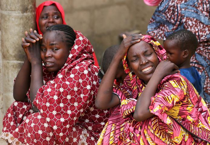 Na een aanval van terreurgroep Boko Haram op een dorpsschool in het Nigeriaanse dorp Dapchi, in de staat Yobe, worden meer dan 100 meisjes vermist. De familie vreest voor hun leven. Foto Afolabi Sotunde