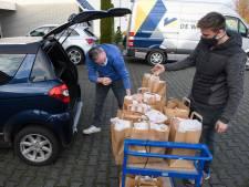 Coronaproof in Vriezenveen duizenden oliebollen bakken voor het goede doel
