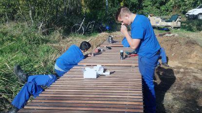 Leerlingen kOsh vervangen overbrugging in Hellekens