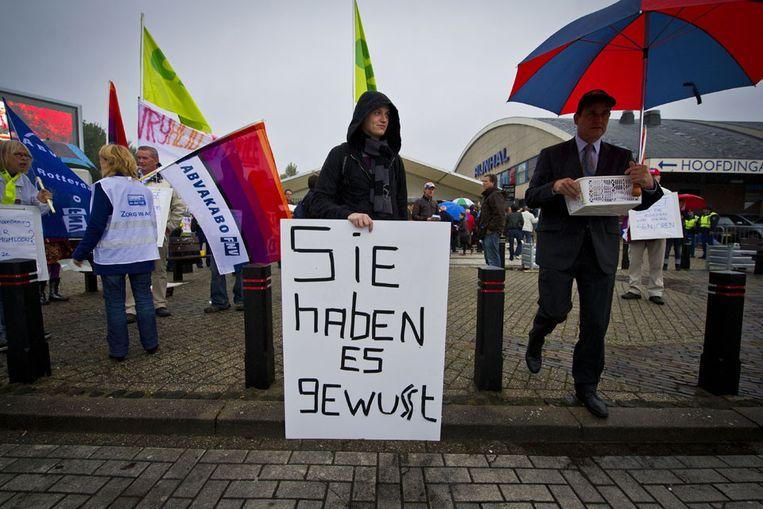 Demonstranten verzamelden zich al vroeg bij de deuren van het CDA-congres in Arnhem (ANP) Beeld