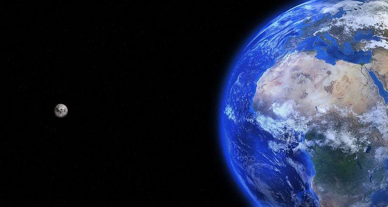 De aarde en de maan (Uit in Vlaanderen)