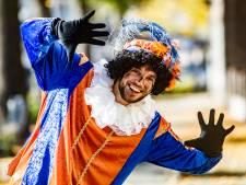 Volop belangstelling om roetveegpiet te zijn bij landelijke intocht Sint in Apeldoorn