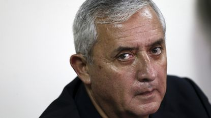 Corruptieschandaal rond Guatemalteekse ex-president breidt zich uit: rechters opgepakt