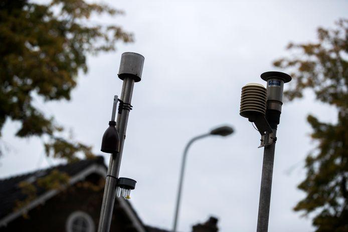 Een mobiel meetstation van het RIVM meet de luchtkwaliteit.  ANP JEROEN JUMELET