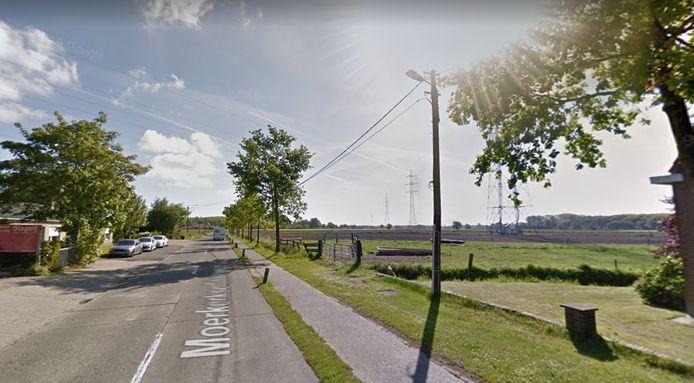 Het fietspad van de Moerkerkse Steenweg is te smal.