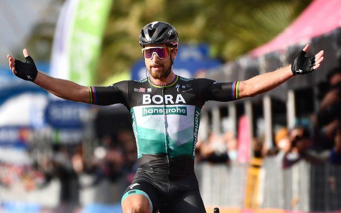 Peter Sagan juicht na zijn ritzege in de Giro d'Italia 2020.