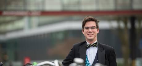 Eindhovense student Daan 'viert' jubileum bij herkansing tentamen: 'Het begint nu wel een ding te worden'