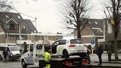 Wagen van Prins Patrick 2 weggesleept