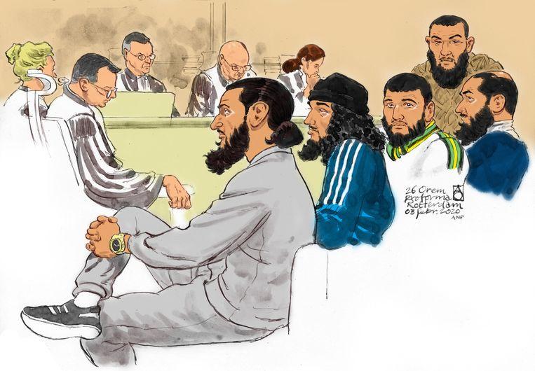 Rechtbanktekening van vijf van de zes 'Arnhemse' terreurverdachten. Van links naar rechts: Nadim S., Nabil B., Morat M., Waïl el A. en Shevan A.. Beeld ANP