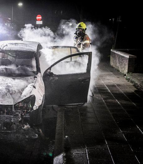 Mogelijk verband tussen twee autobranden in Arnhem