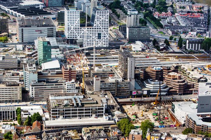 Het Utrechtse stationsgebied. Nieuwe bewoners daar zullen moeite hebben een parkeerplaats te vinden.