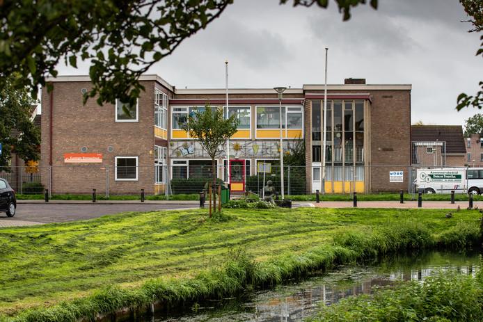 De nieuwbouw van de Emmaschool in Kampen loopt forse vertraging op en wordt flink duurder.