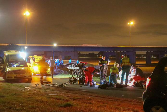 Hulpdiensten actief na ongeval.