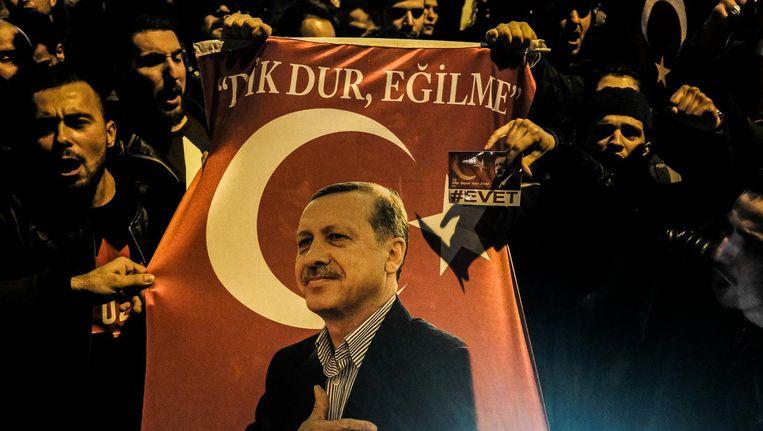 Zaterdagavond demonstreerden Turkse Nederlanders al in Rotterdam tegen de uitgeleiding van de Turkse minister van Familiezaken Beeld Joris Van Gennip