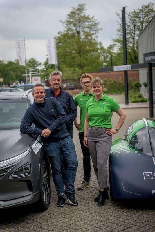 TT-2019-010853 ENSCHEDE - de waterstofauto van het Green Team Twente Žn de 'gewone' waterstofauto die deelneemt aan de H2-challenge. vlnr: Harrie Lamers, Rob Baas, Gidde Tuitert en Sanne van der Molen  EDITIE: REGIO FOTO: Emiel Muijderman EVM20190517