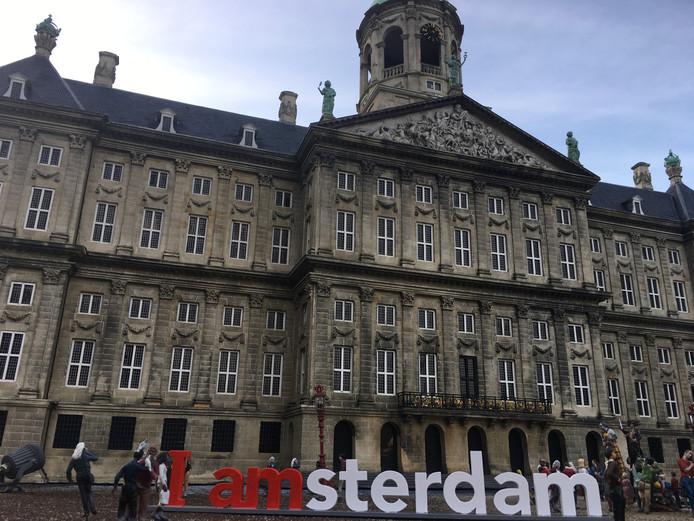 De I Amsterdam-letters voor het Paleis op de Dam.