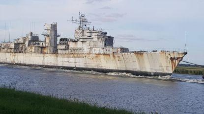 """Verroest marineschip vaart over kanaal Gent-Terneuzen naar laatste rustplaats: """"Al bijna 20 Franse oorlogsbodems gesloopt in Gentse haven"""""""