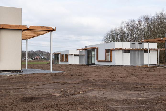 HOGE HEXEL - Bungalowpark Hoge Hexel wordt uitgebreid, de werkzaamheden zijn in volle gang en de eerste huisjes staan. Manager Gerri van Gerner.