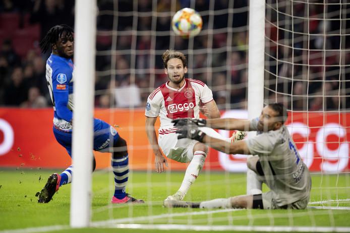 Daley Blind scoort namens Ajax tegen De Graafschap in de ontmoeting tussen beide clubs eerder dit seizoen in Amsterdam.