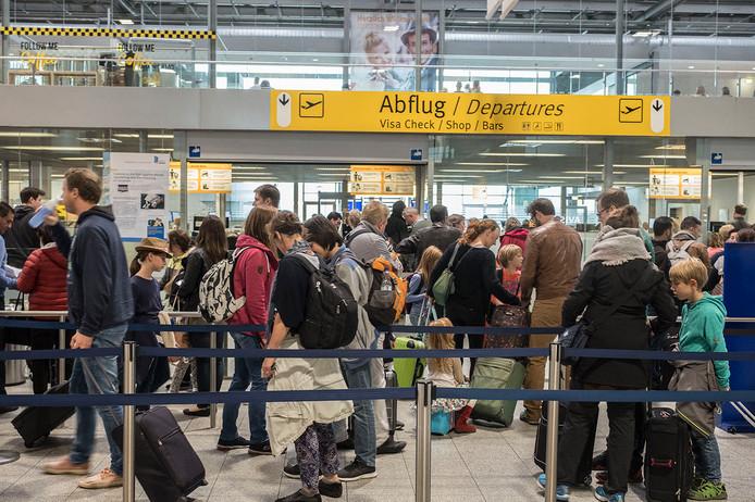 Extra druk op luchthaven Weeze.  Foto Theo Peeters
