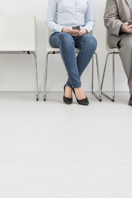 Werkgevers zeggen voor het eerst mínder mensen aan te gaan nemen