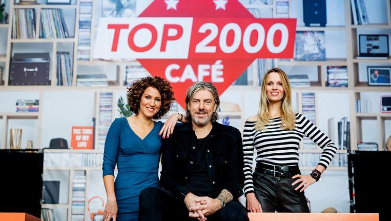 Evelien de Bruijn, Ruud de Wild en Marisa Heutink tijdens de bekendmaking van het Top 2000 dj-team in het Top 2000 Cafe. Beeld anp