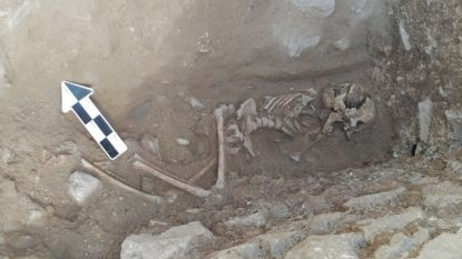"Resten gevonden van kind dat ""vampierenbegrafenis"" kreeg"